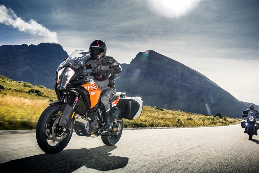 KTM 1290 SUPER ADVENTURE S_Action